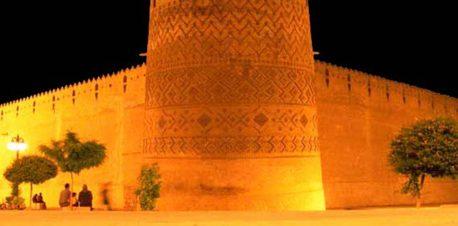 یکی از برج های ارگ کریم خان زند در شب