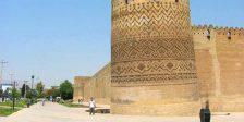یکی از برج های ارگ کریم خان زند در روز
