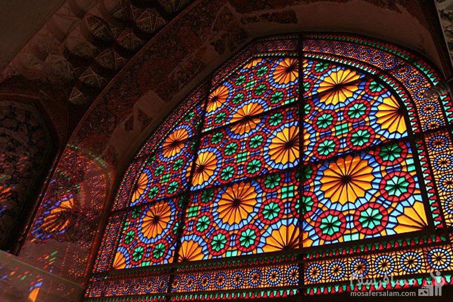 پنجره با شیشه رنگی در ارگ کریم خان زند در شیراز