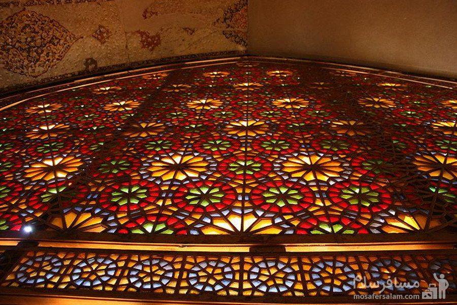 پنجره چوبی در ساختمان ارگ کریم خان درشیراز