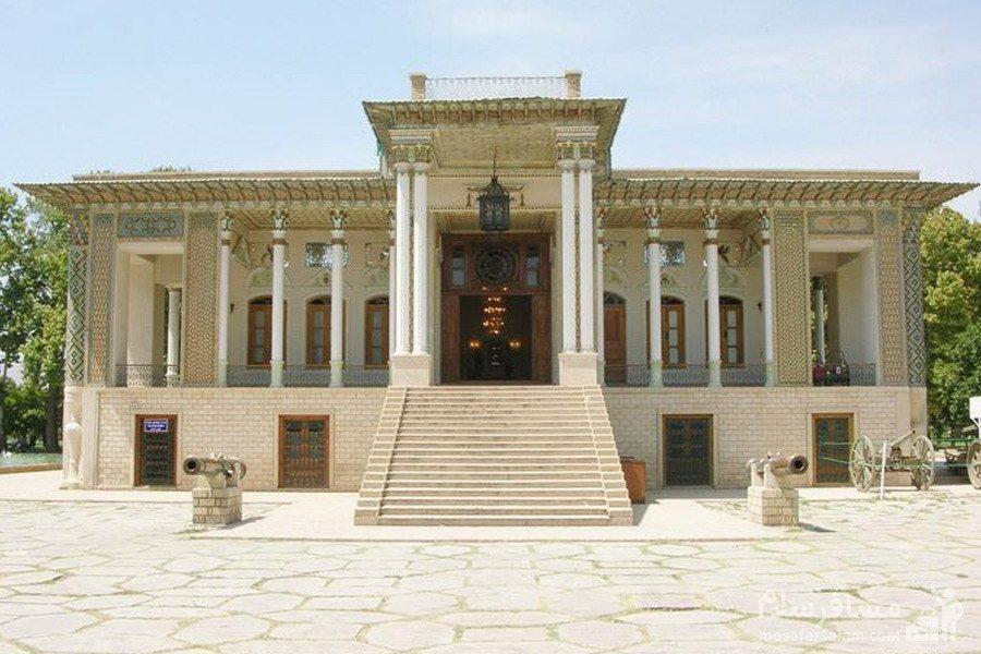 ورودی عمارت باغ عفیف آباد در شیراز