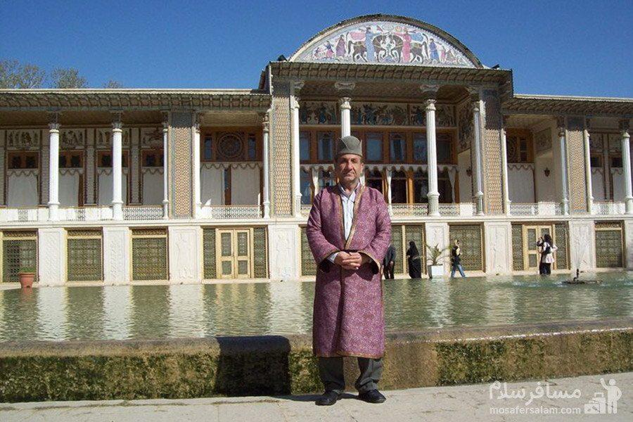 لباس محلی در باغ عفیف آباد شیراز