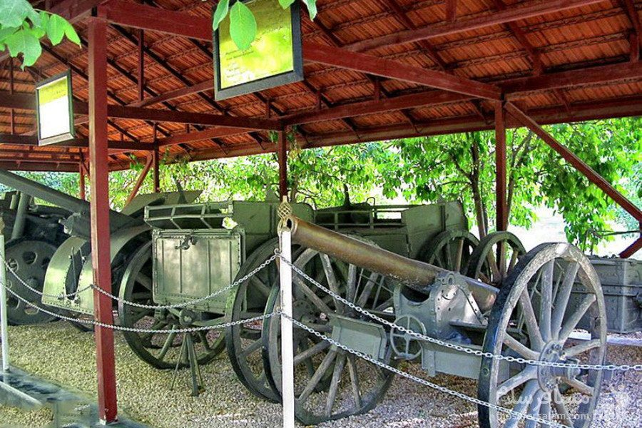 ادوات جنگی جنگ جهانی دوم در باغ عفیف آباد شیراز