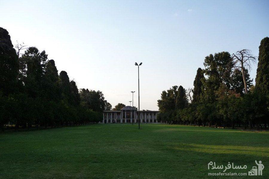 فضای بیرونی باغ عفیف آباد شیراز