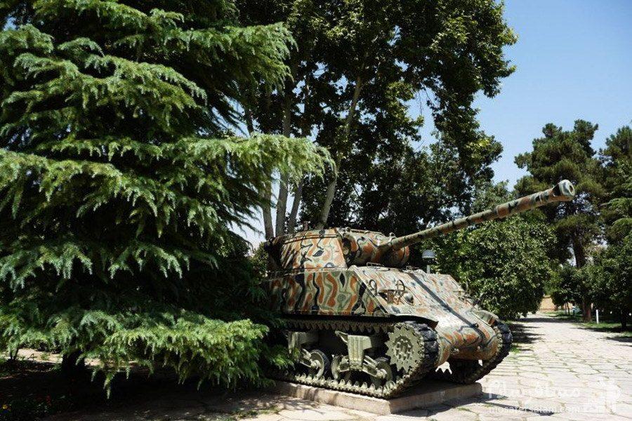 تانک موزه نظامی در باغ عفیف آباد