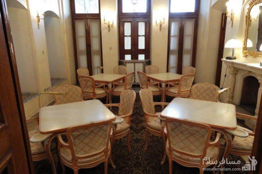 موزه ی عبرت در باغ عفیف آباد شیراز