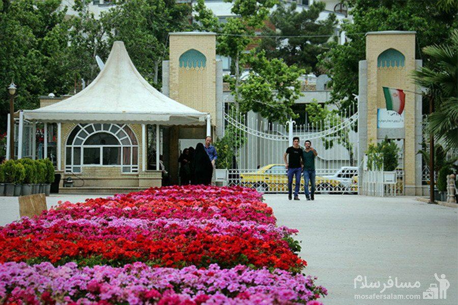 یکی از وروردی های باغ ارم شیراز