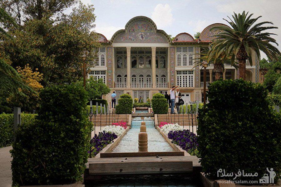 درختان سرو، نخل و مرکبات در باغ ارم شیراز