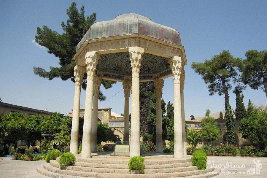 مقبره ی شاعر نامی ایران حافظ