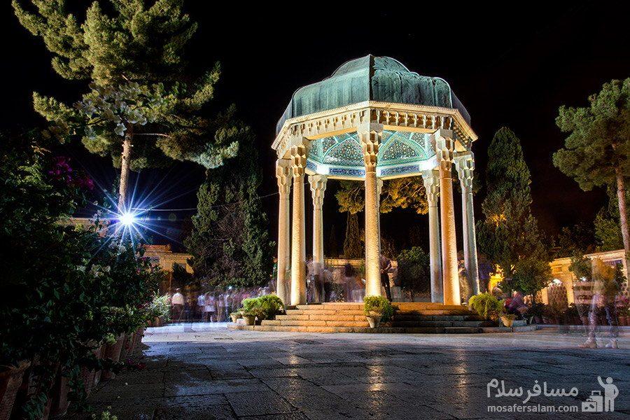 مقبره ی حافظ در شب