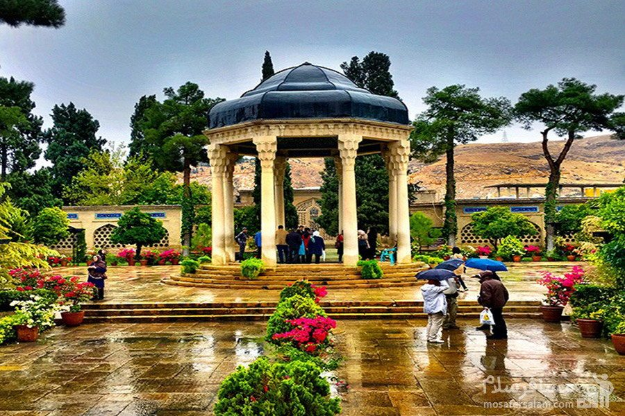 حافظیه شامل مقبره ی حافظ و باغی در اطراف آن