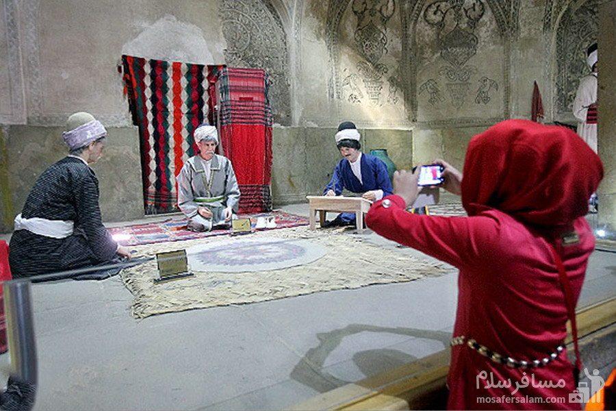 مجسمه های مومی حمام وکیل شیراز که بیانگر فرهنگ گذشتگان است