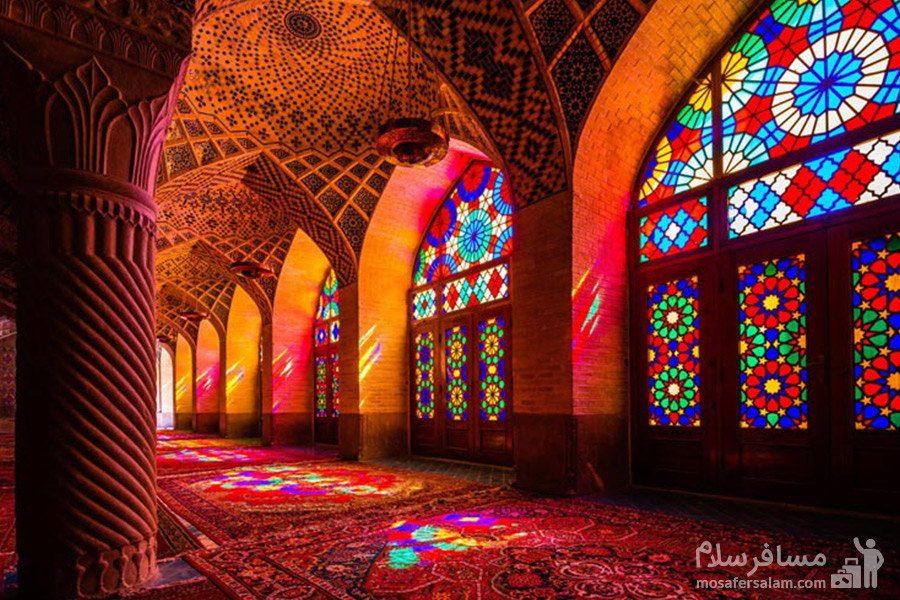 شیشه های رنگارنگ در شبستان غربی مسجد نصیرالملک