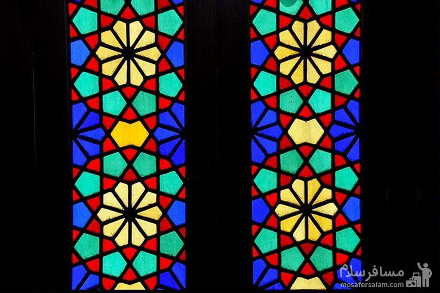 شیشه رنگی در مسجد نصیرالملک