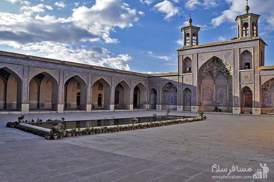 حیاط مسجد نصیرالملک