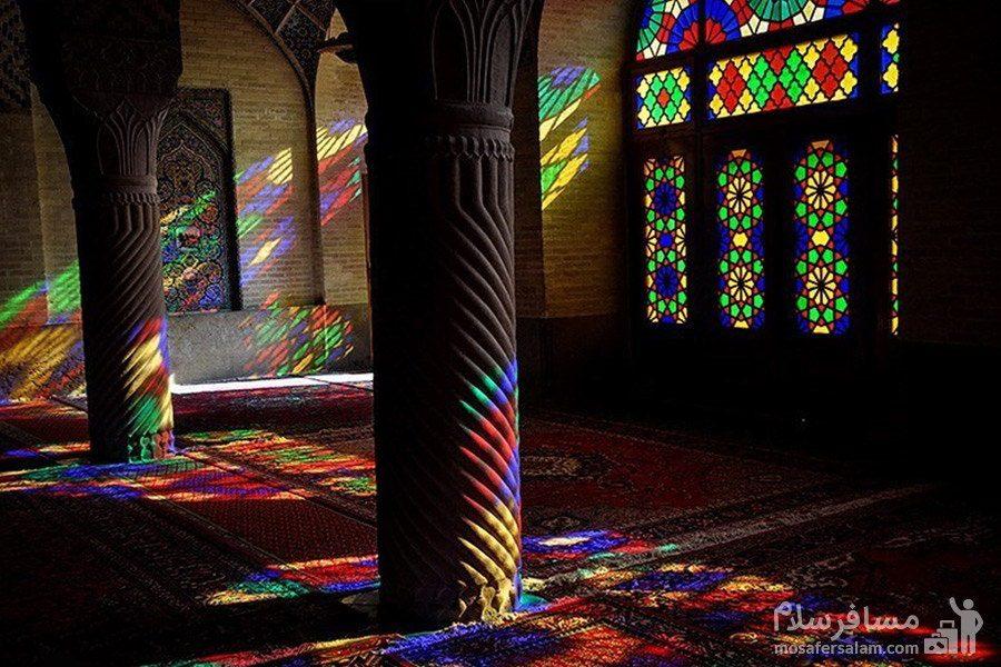 ستون های سنگی مارپیچ در مسجد نصیرالملک