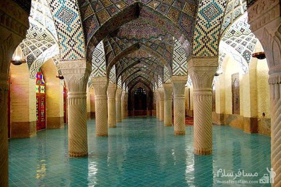 کاشی های فیروزه ای کف مسجد نصیرالملک