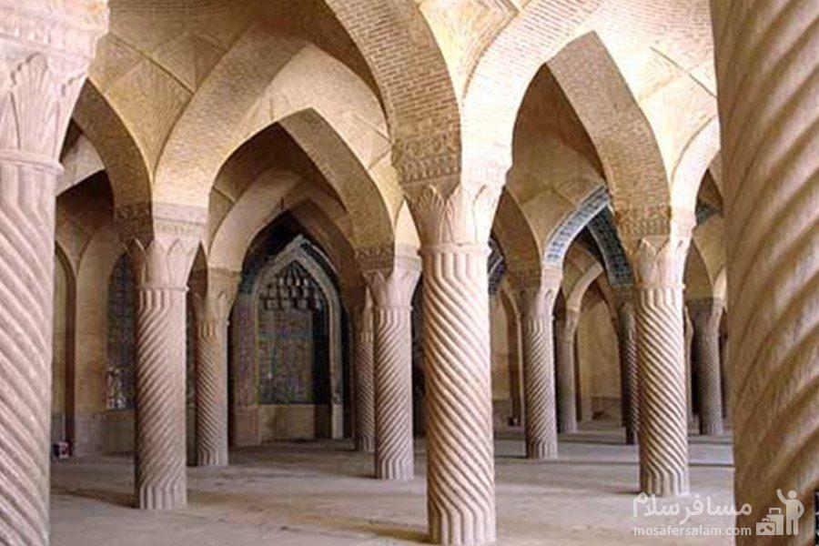 ستون های سنگی پی در پی مسجد وکیل شیراز