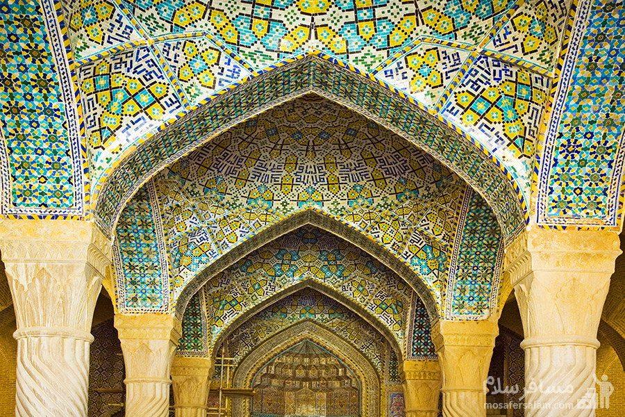 طاق کاشی کاری به همراه آیات قرآن مسجد وکیل شیراز