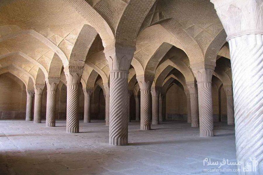 مسجد وکیل شیراز و ستون های سنگی