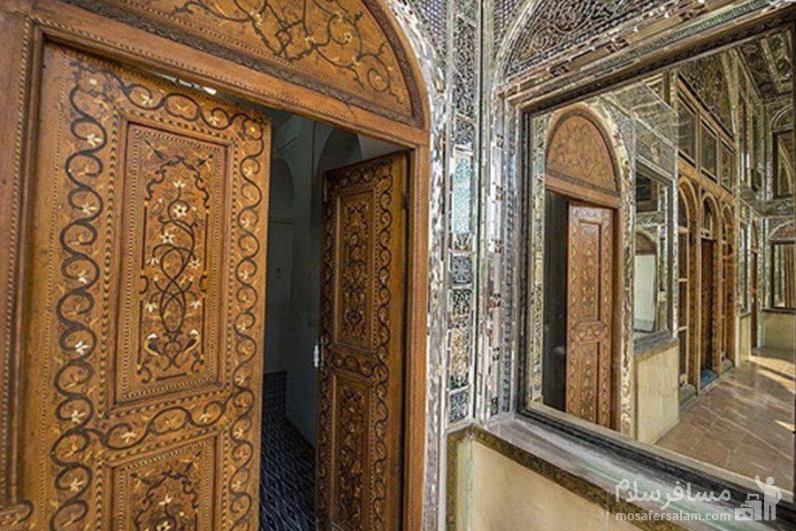 درهای چوبی ساختمان نارنجستان قوام در شیراز