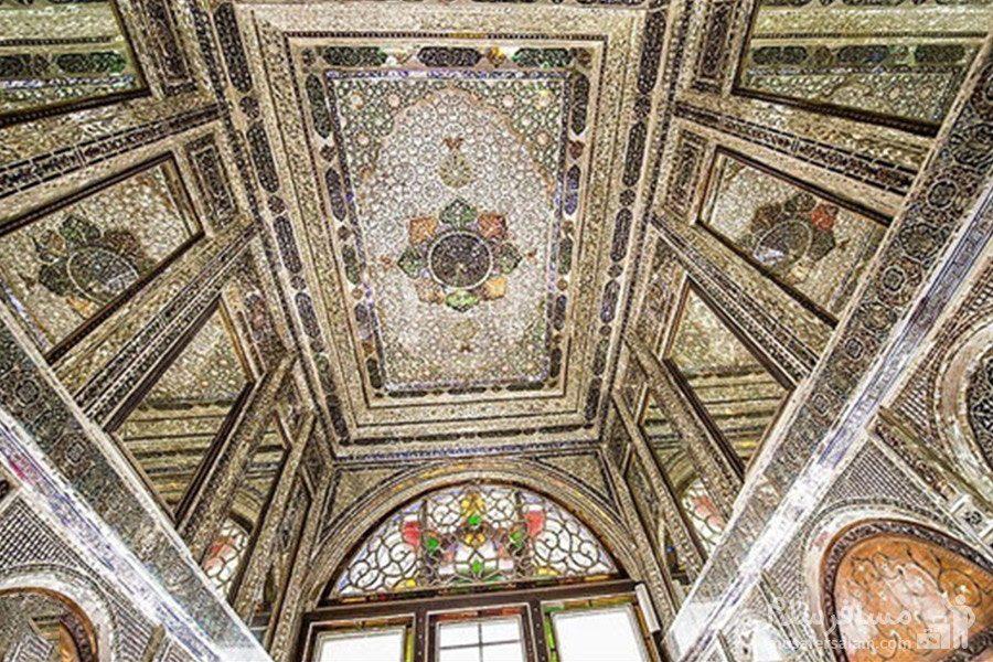 سقف آینه کاری شده عمارت اصلی نارنجستان قوام در شیراز
