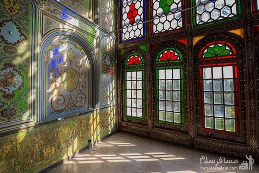 تزیین نمای داخلی نارنجستان قوام با آینه و نقاشی