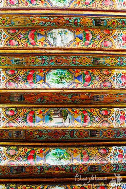 پله های نقاشی شده در شیراز در نارنجستان قوام