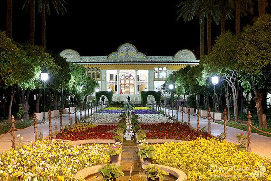 نارنجستان قوام در شیراز در شب