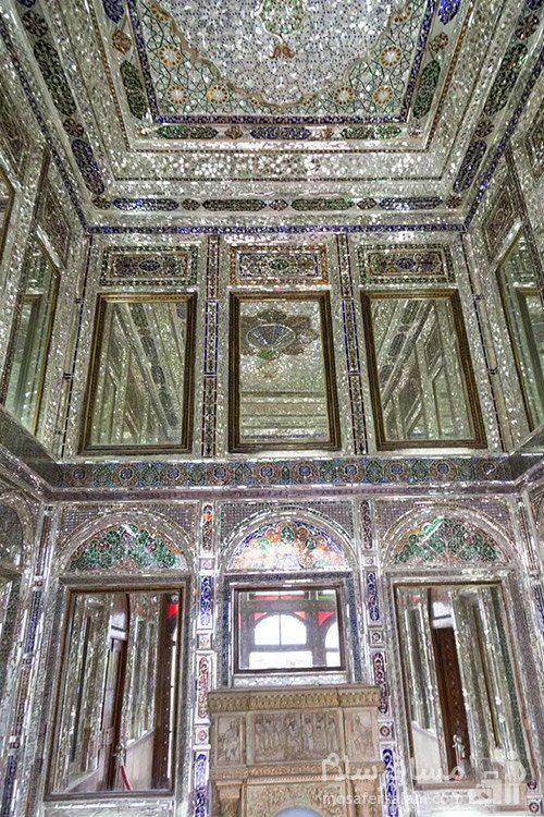 سقف و دیوارهای آینه کاری نارنجستان قوام در شیراز
