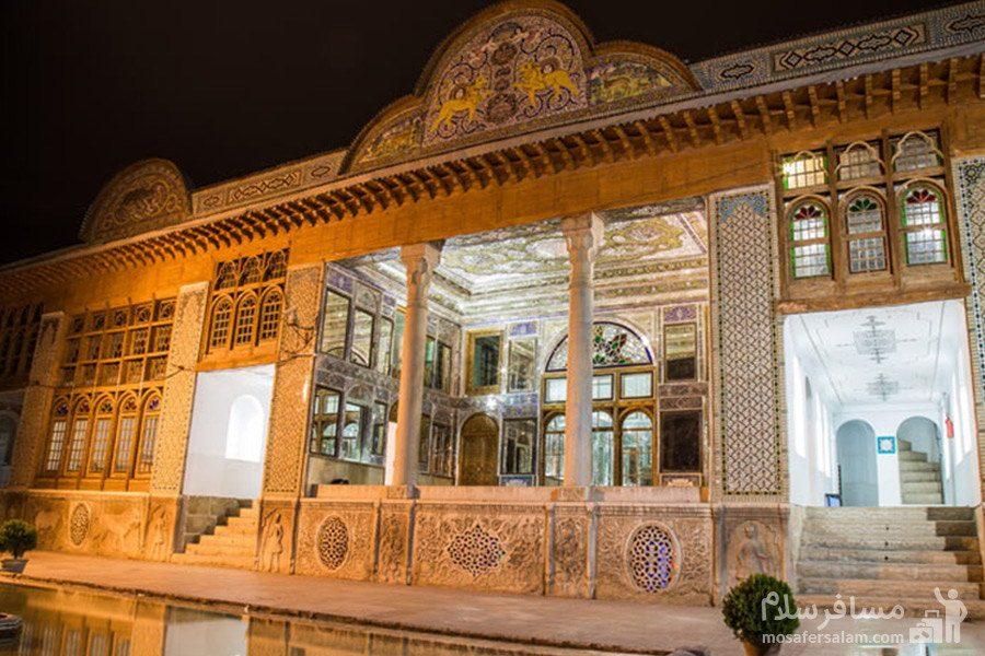عمارت اصلی نارنجستان قوام در شیراز در شب