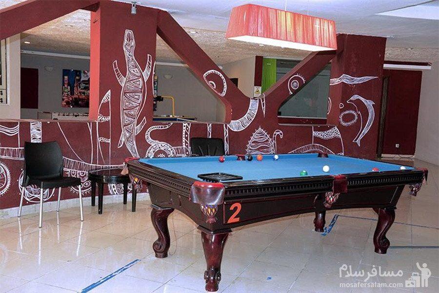 هتل گراند کیش میز بیلیارد