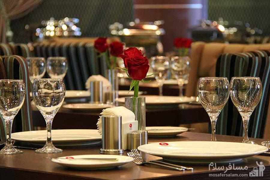 میزغذاخوری هتل سورینت مریم کیش