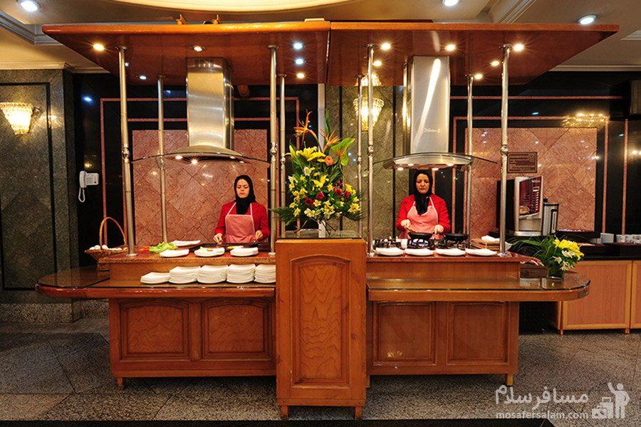 صبحانه گرم هتل بین المللی قصر مشهد