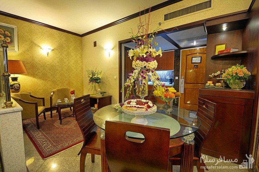 پذیرایی در اتاق هتل قصر