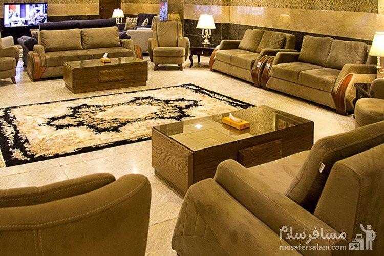 نمایی از لابی هتل ایران زمین مشهد
