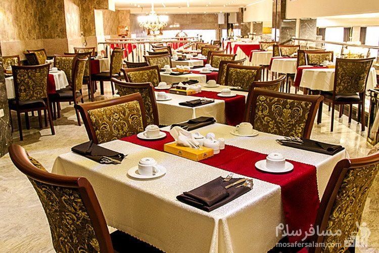 میز پذیرایی هتل ایران زمین مشهد
