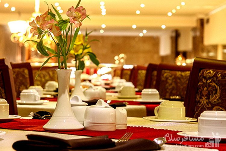سالن غذاخوری هتل ایران زمین مشهد
