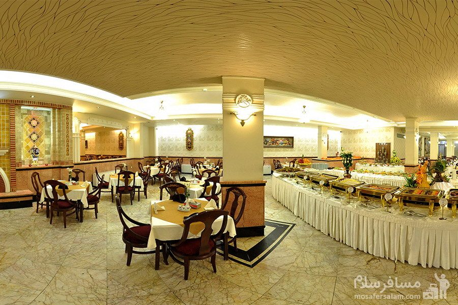 نمایی از رستوران در هتل مشهد