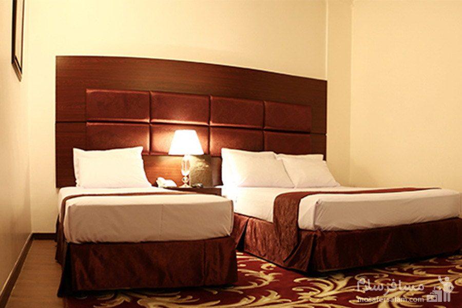 اتاق زیبا سه تخته هتل مشهد
