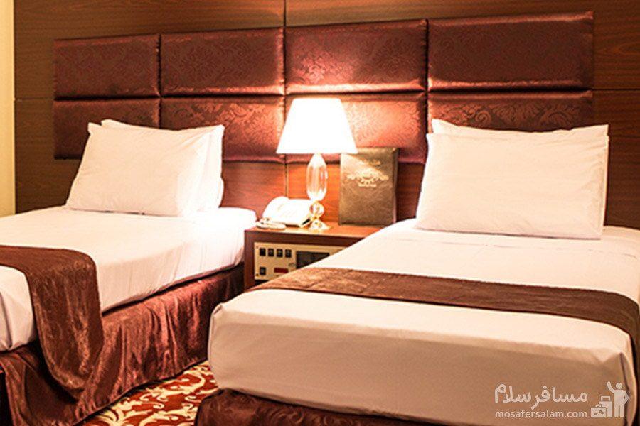 اتاق خواب زیبا در هتل مشهد