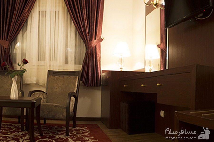 نمایی از اتاق هتل مشهد