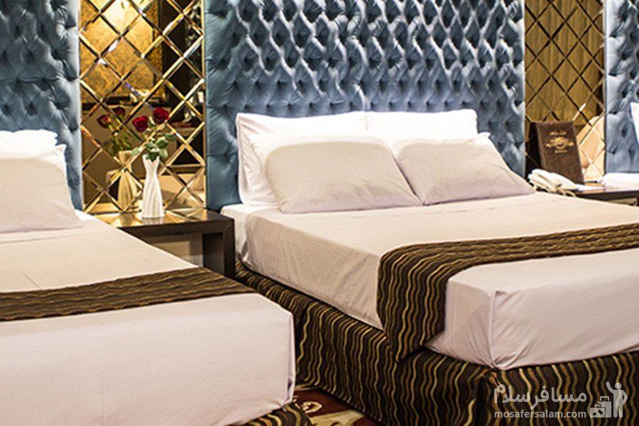 اتاق سه تخته در هتل مشهد