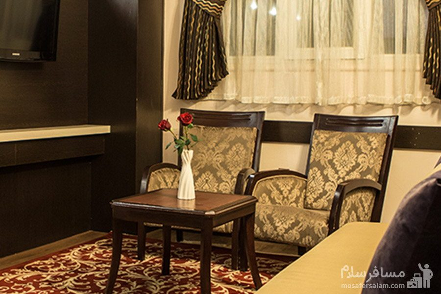 نمایی از یک اتاق در هتل مشهد