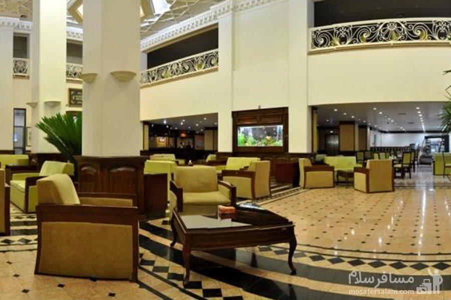 نمای داخلی از لابی هتل رضویه مشهد