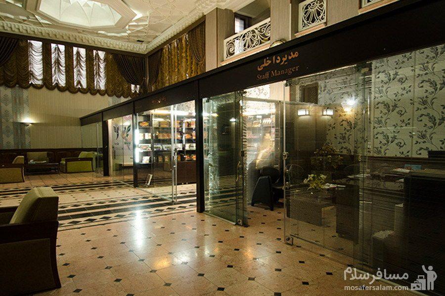نمای داخلی از ورودی هتل رضویه مشهد