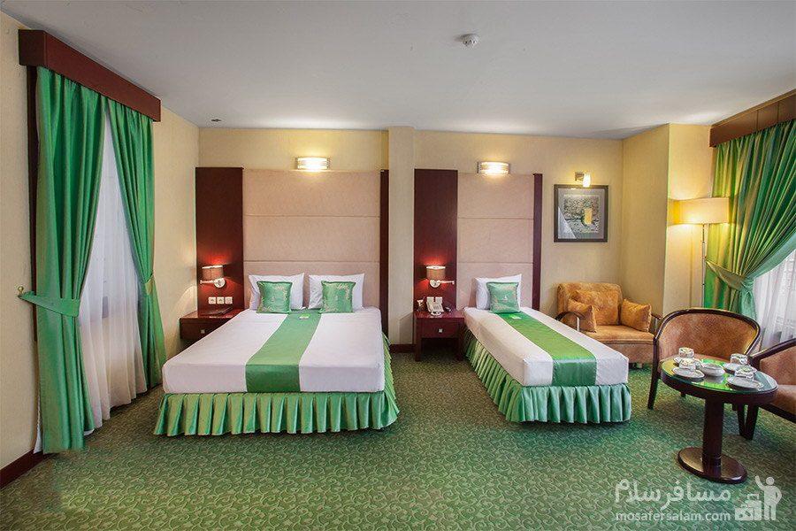 اتاق سهتخته هتل توس مشهد