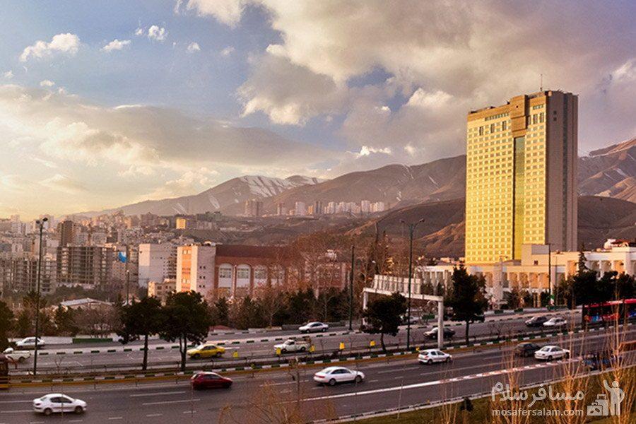 نمای دور هتل پارسیان آزادی تهران