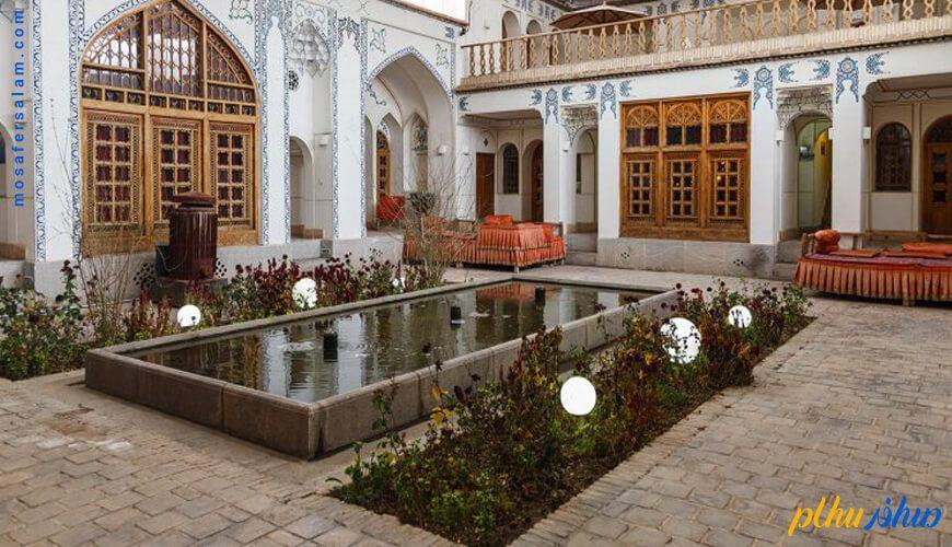 حیاط هتل سنتی اصفهان