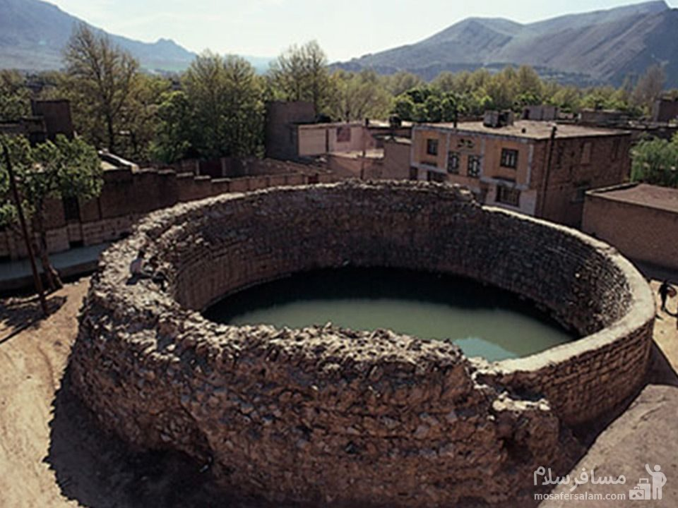 چشمه ای جادویی گرداب سنگی